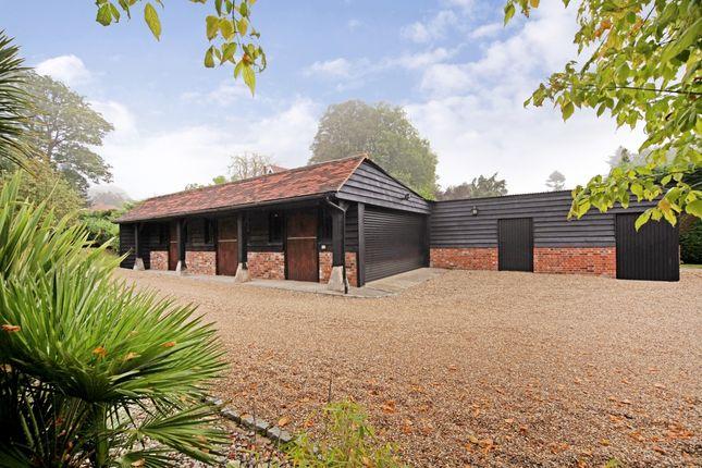 Thumbnail Barn conversion to rent in Farnham Park Lane, Farnham Royal, Slough