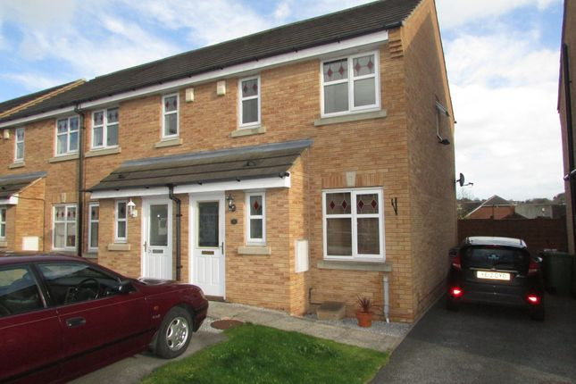 Thumbnail Town house to rent in Hoctun Close, Glasshoughton, Castleford