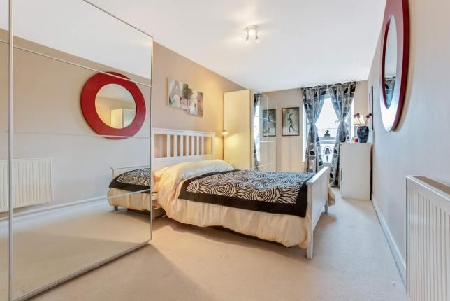Bedroom 1 of Ingram Street, Merchant City, Glasgow, Lanarkshire G1