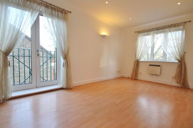 Thumbnail Flat to rent in Chiswick Court, Silver Cresent, W 4