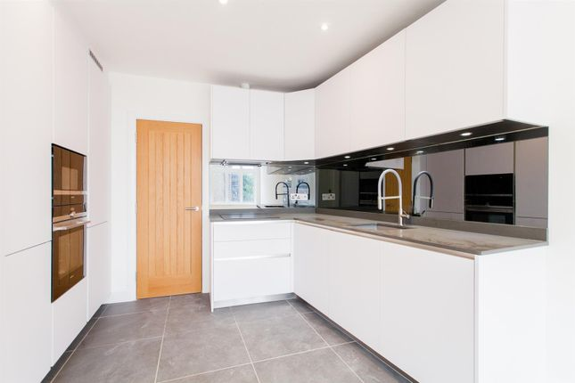 Flat for sale in High Road Leytonstone, Leytonstone, London