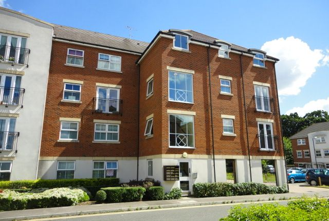 Thumbnail Flat to rent in Tobermory Close, Langley