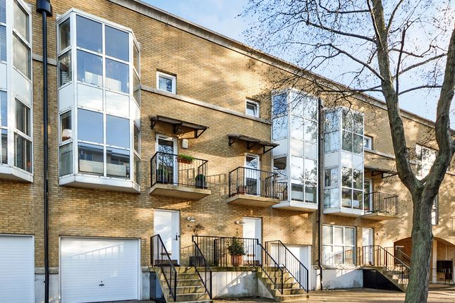 Thumbnail Town house for sale in Princes Court, London