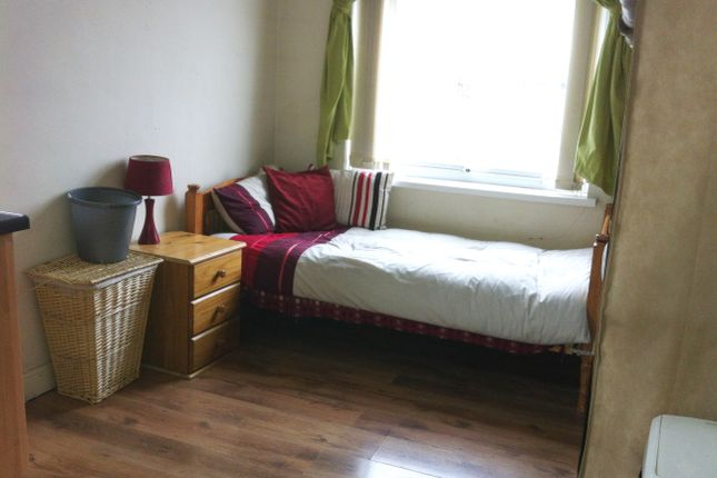 Flat to rent in Princeville Road, Bradford