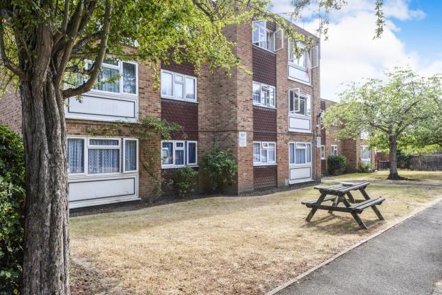 Thumbnail Flat for sale in Brighton Road, Addlestone, Surrey