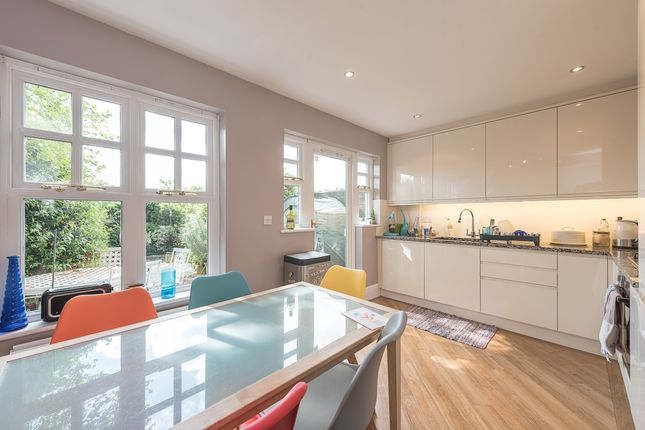 Thumbnail Flat to rent in Osier Crescent, London