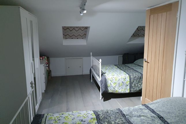 2 bed flat to rent in Richmond Road, Ilford, Greater London IG1