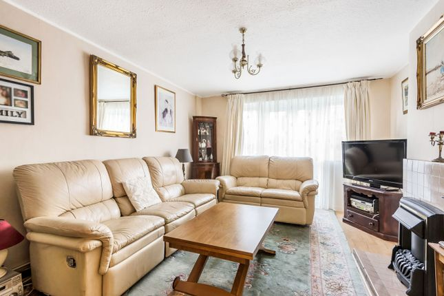 Thumbnail Maisonette for sale in Selby Road, London