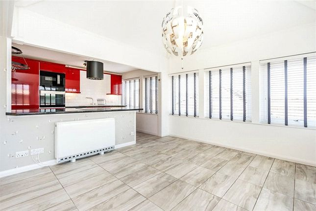 3 bed flat for sale in Asturias Way, Southampton, Hampshire SO14