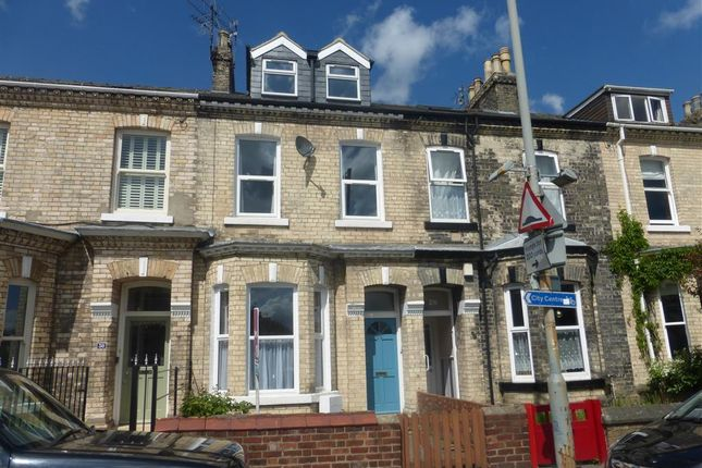Thumbnail Town house to rent in Scarcroft Road, York