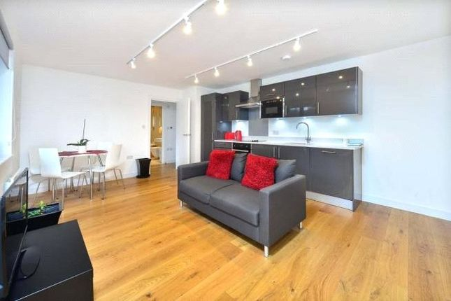 Thumbnail Flat to rent in Pembroke Road, Muswell Hill