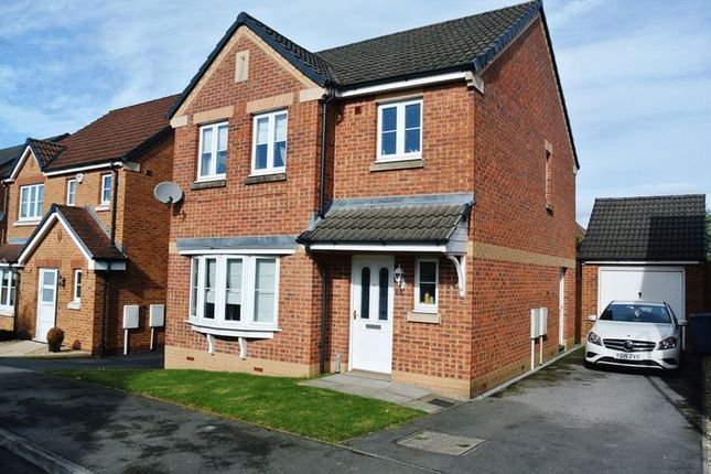 3 bed detached house for sale in Kingfisher Road, Mansfield
