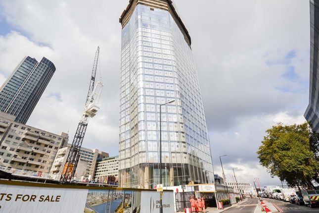 3 bed flat for sale in One Blackfriars, 7 Blackfriars Road, London