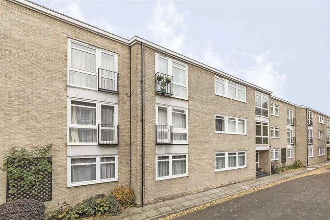 Thumbnail Flat for sale in Chester Close South, London