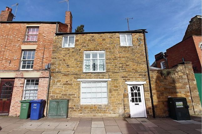 3 bed flat to rent in West Bar Street, Banbury, Oxon