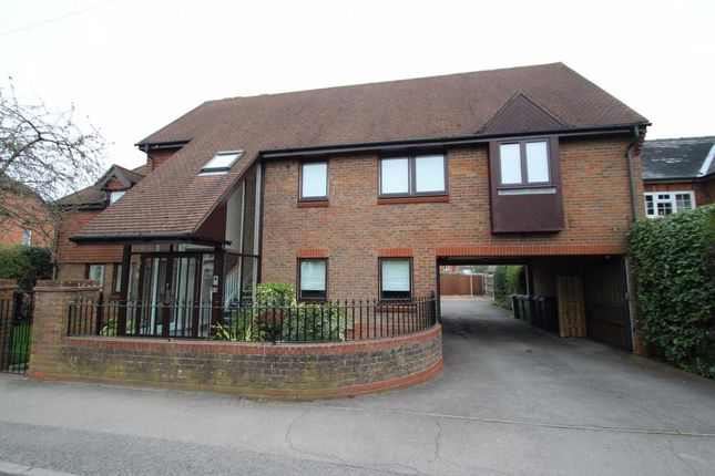 Thumbnail Flat for sale in Victoria Road, Mortimer Common