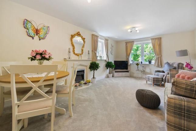 2 bed flat for sale in Goodes Court, Baldock Road, Royston SG8