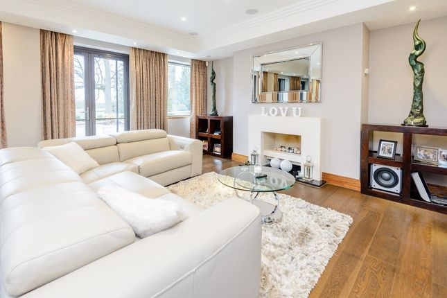 Thumbnail Flat to rent in The Garden House, Charters, Sunningdale