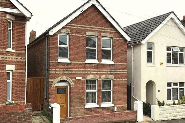 Thumbnail Town house for sale in Lyell Road, Poole
