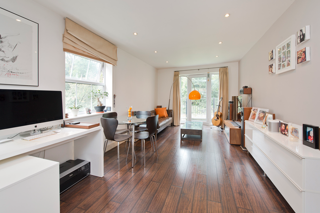 2 bed flat for sale in Hayes Grove, London