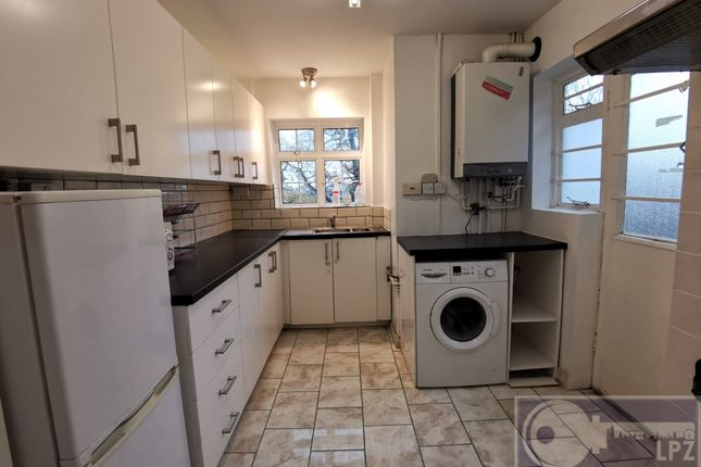 2 bed flat to rent in Kings Drive, Wembley HA9