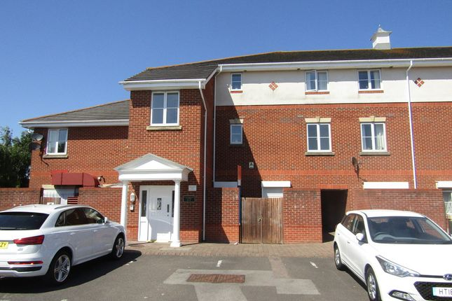 Thumbnail Flat For Sale In Dartmouth Court Gosport