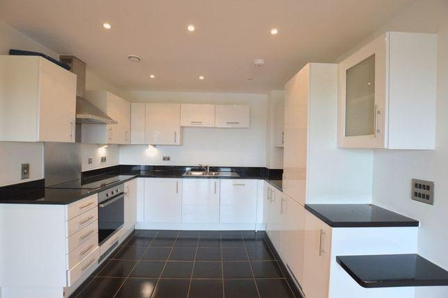 2 bed flat to rent in Pinner Road, North Harrow, Harrow
