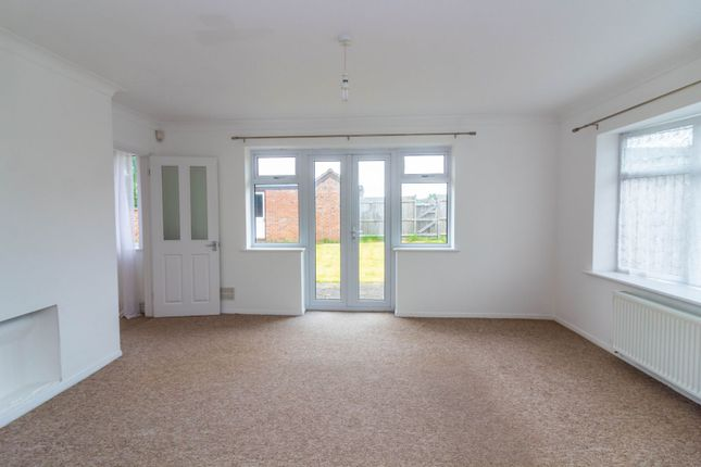 Living Room of White Lodge Close, Tilehurst, Reading RG31