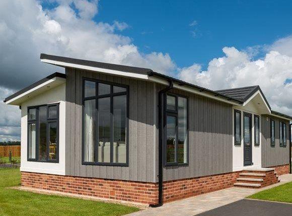 Mobile/park home for sale in Garston Park, Tilehurst, Reading
