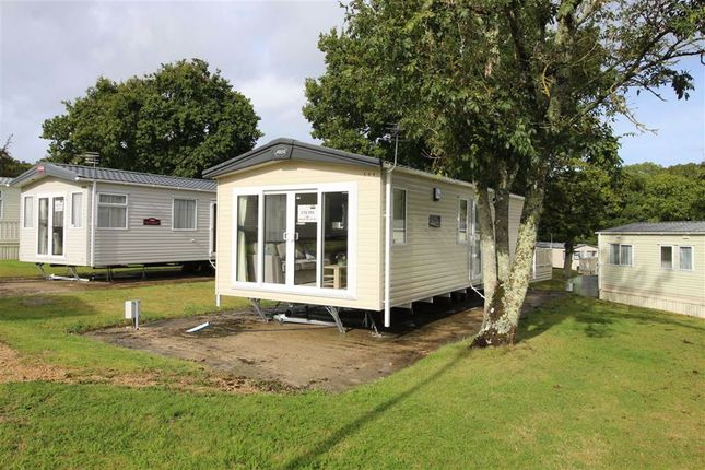 2 bed mobile/park home for sale in Sway Road, New Milton, Hampshire BH25
