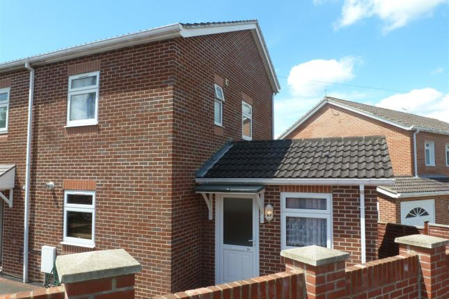 Thumbnail Property to rent in Allan Grove, Romsey