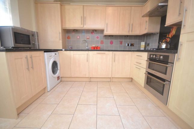 Thumbnail Flat to rent in Palmerstone Road, Earley, Reading