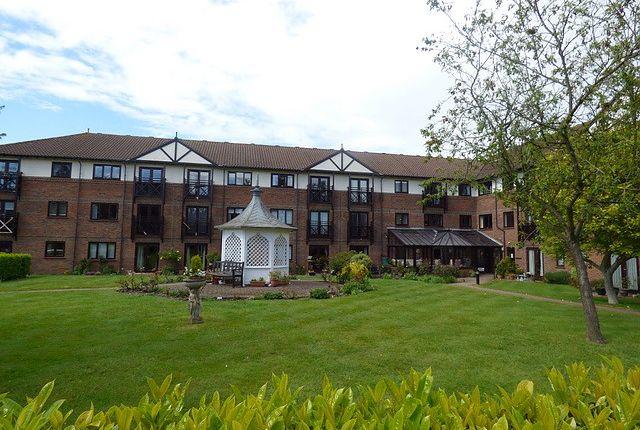 Thumbnail Flat to rent in Ravenscourt, Sawyers Hall Lane, Brentwood