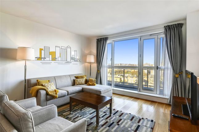Flat to rent in Westferry Circus, London