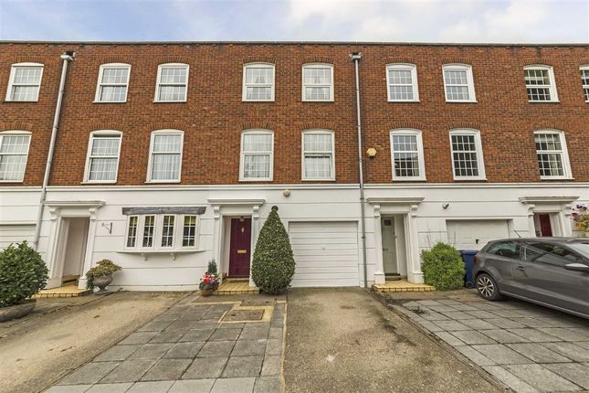 Thumbnail Terraced house for sale in Regal Close, London