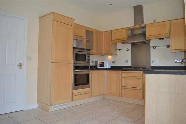 Thumbnail Property to rent in The Boulevard, Greenhithe