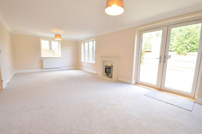 Thumbnail Detached house to rent in Oxford Road, Beaconsfield