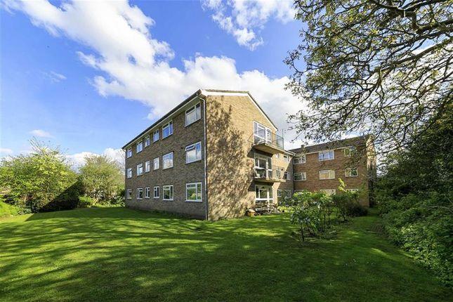 2 bed flat for sale in Hampton Road, Teddington