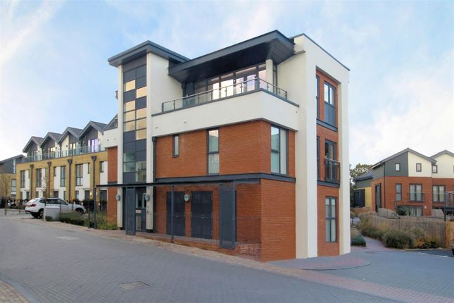 Thumbnail Flat for sale in Acer Grove, Woking