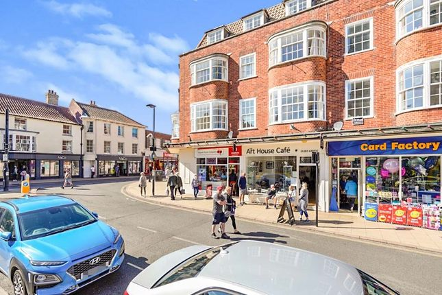 3 bed town house for sale in High Street, Cromer NR27