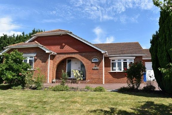 2 bed bungalow for sale in Keycol Hill, Bobbing, Sittingbourne