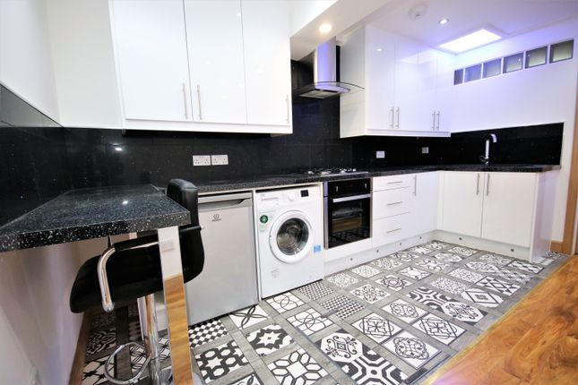 Flat to rent in Cambridge Heath Road, Bethnal Green
