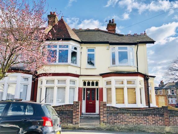 Thumbnail Flat for sale in Lyndhurst Drive, London
