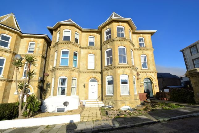 Thumbnail Flat to rent in 7 Alexandra Gardens, Ventnor