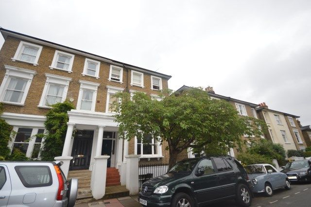 1 bed flat to rent in Cleveland Road, Barnes SW13