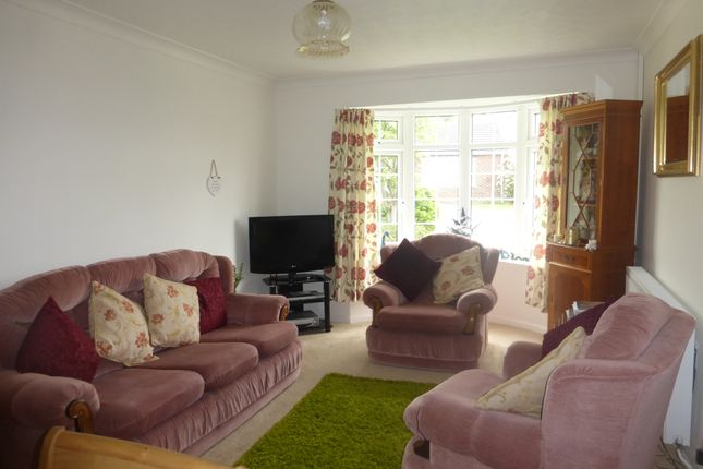 Thumbnail Semi-detached bungalow for sale in Anson Close, Wellesbourne, Warwick