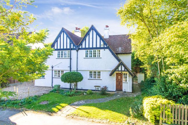 Thumbnail Detached house for sale in Meadow Way, Letchworth Garden City
