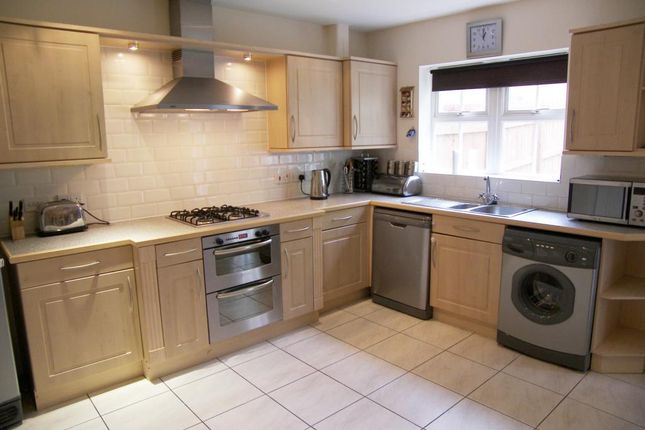 Thumbnail Property to rent in Woodlea Lane, Meanwood, Leeds, West Yorkshire