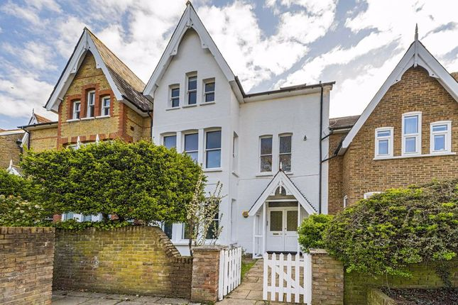2 bed flat for sale in Lion Gate Gardens, Kew, Richmond TW9