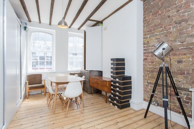 Office to let in Shoreditch High St, London
